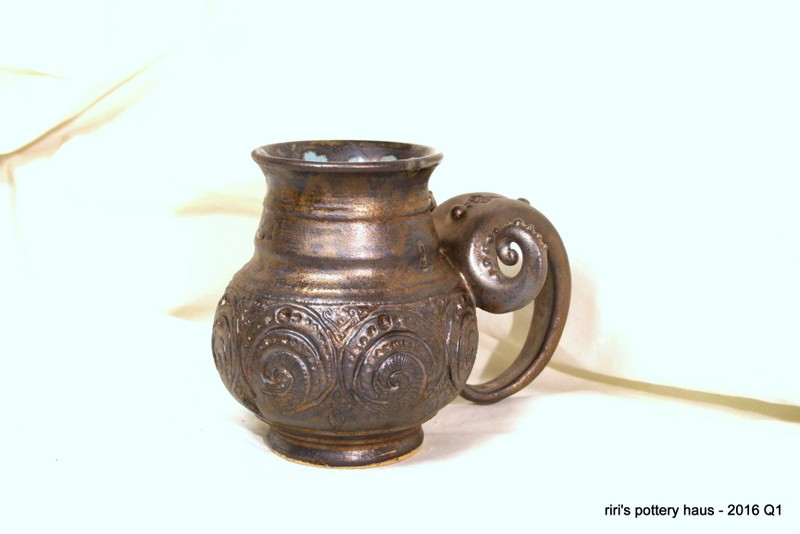 Slim-necked mug in Ancient Bronze